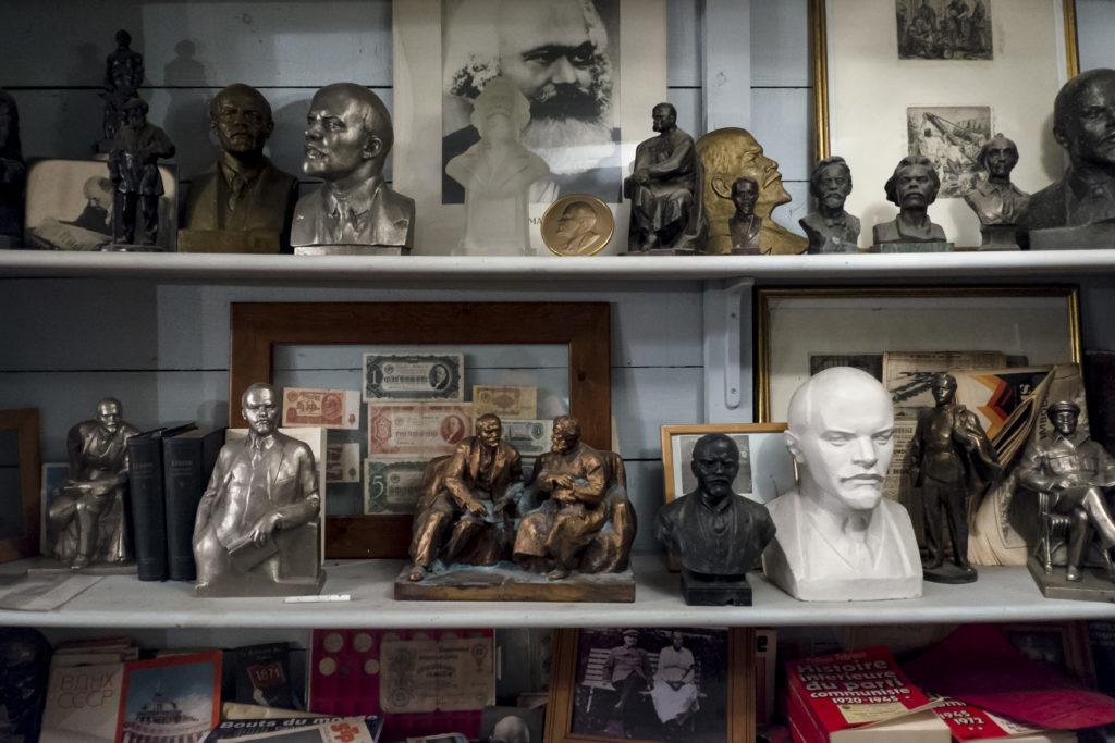 Nombreux bustes de Lenin exposés dans la partie musée du Lenin Café.